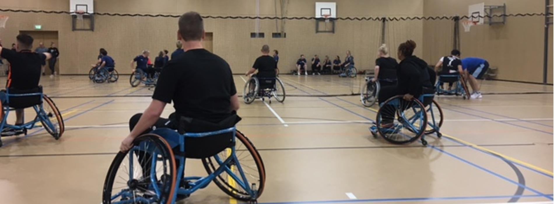 Vakmensen-team rolstoelbasketbaltoernooi